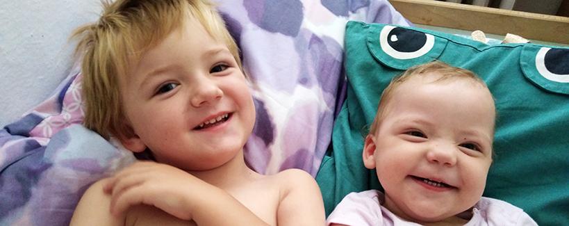 """""""Prvotný pocit bol, že sa nám uľavilo"""", priznávajú rodičia dvoch detí s autizmom"""