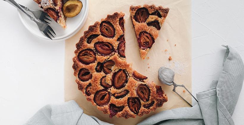 Tradičný slivkový koláč na francúzsky spôsob